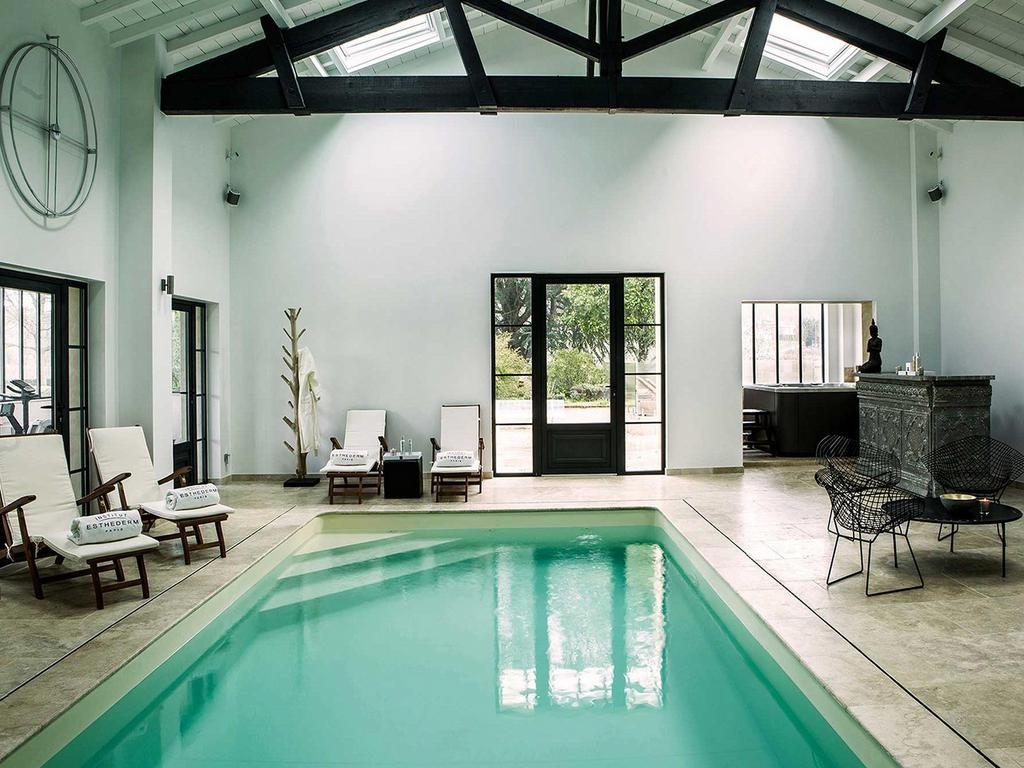 Château du Palanquey & SPA interior swimming pool