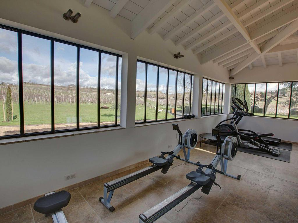 Château du Palanquey & SPA Fitness & cardio with vineyard view all arround