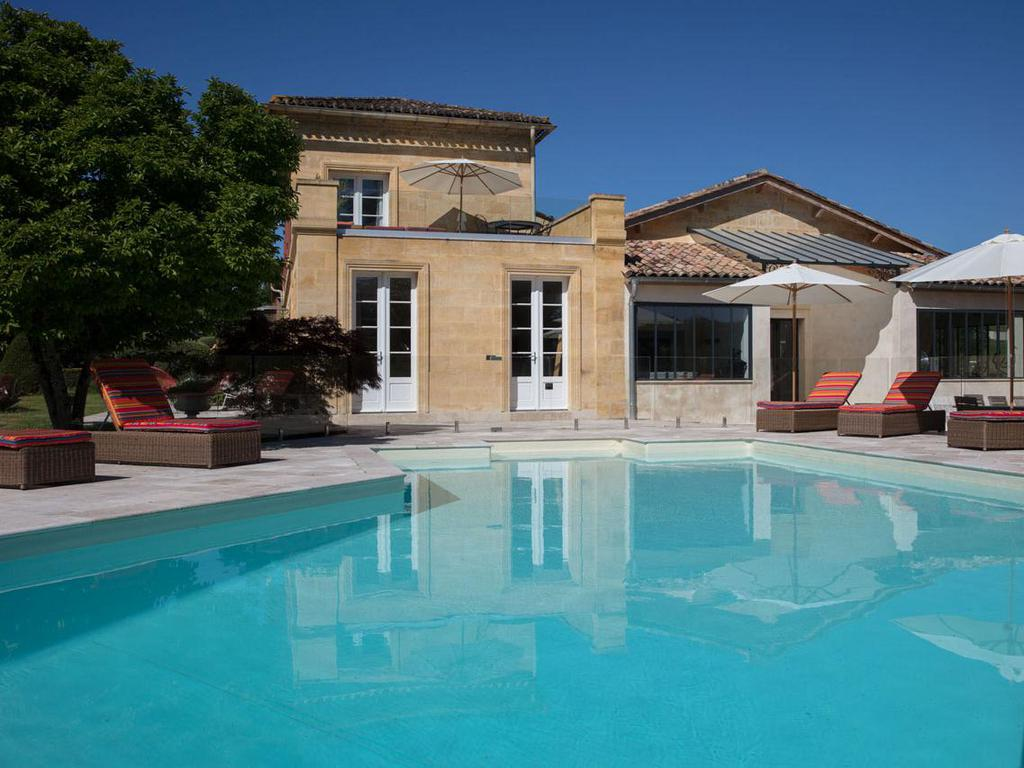 Château du Palanquey & SPA Suite vendange  with private Jacuzzi and swimming pool view